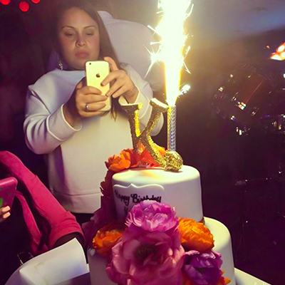 cbv_cakes_by_violet_happy_customer4A